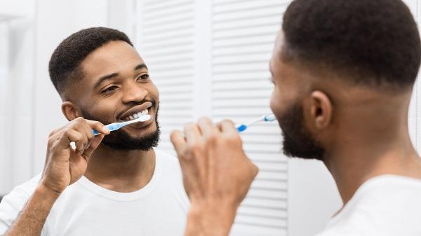 Escove os dentes após as refeições